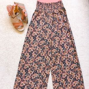 Wide leg high waisted/Palazzo pants